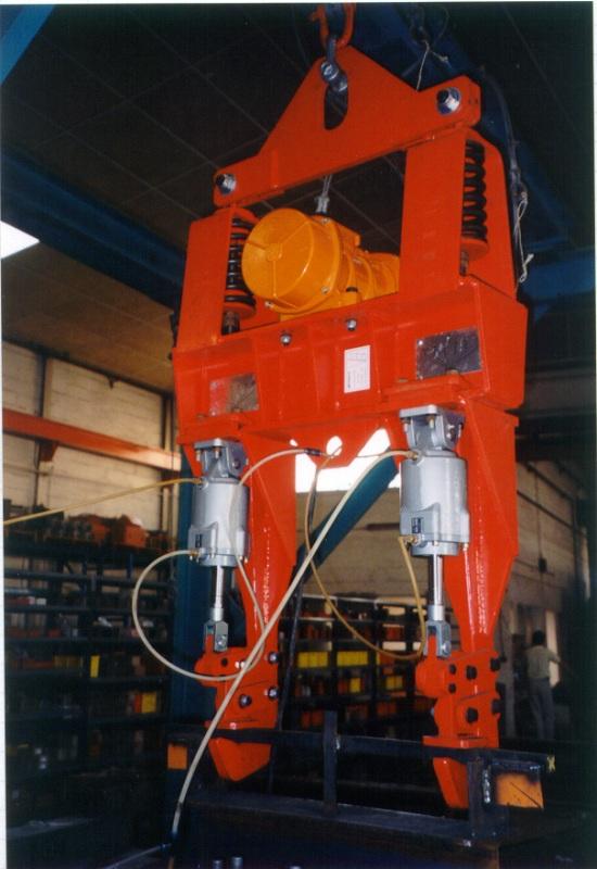 Overhead Crane Vibration : Vibrating spreader beams